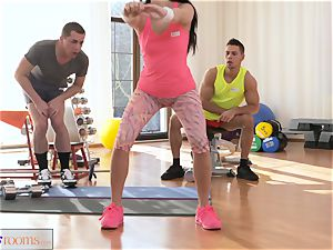 sport rooms slobber roast threesome penetrating and facial cumshot