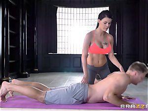 flexible brunette Peta Jensen