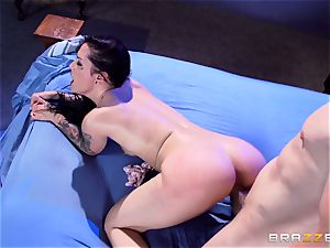 Katrina Jade gets a pussyful in a haunted palace