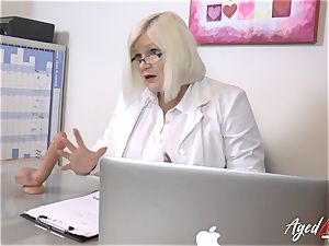 AgedLovE Lacey Starr pulverizing rigid with Soldier