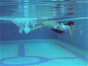 Andreina De Luxe in softcore underwatershow