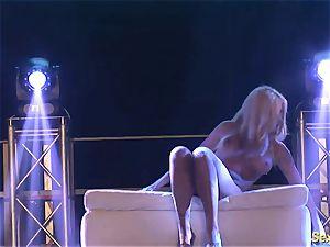 insatiable flexi stepmom bare on stage