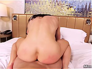 Muscle mummy first-timer rectal pov and facial