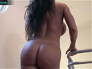 super-hot milf Lisa Ann inhaling a spear and tearing up