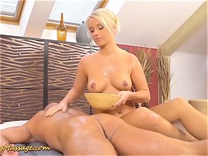 plump donk Lilith Lee gives greasy massage
