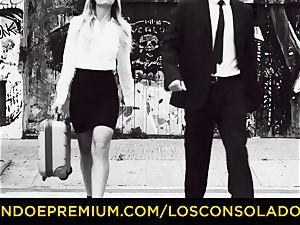 LOS CONSOLADORES - elastic rump damsel pulverizes boyfriend and gf