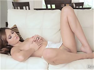 ultra-cute Ariana Marie has yummy slit fun