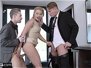 Glamkore cherry smooch pokes her husband and assistant