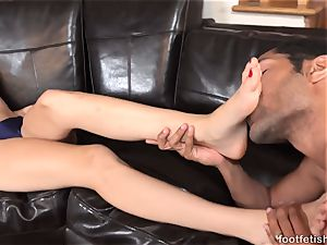 Alexa grace Has soles idolized and Gives a Footjob