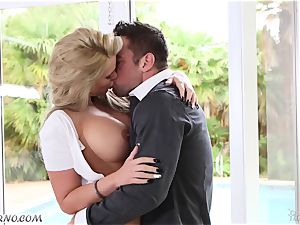 Mature busty pornography star Phoenix Marie enjoy of large young boys