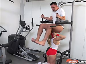 sizzling cougar Alexis Fawx gargling spear at the gym