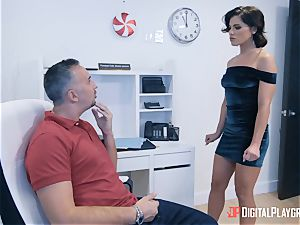Riley Reid blows off Kerian and rides his hefty wood