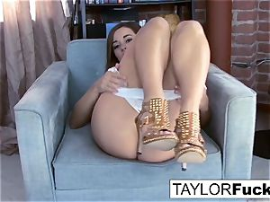 Taylor Vixen showcases Off those incredible udders